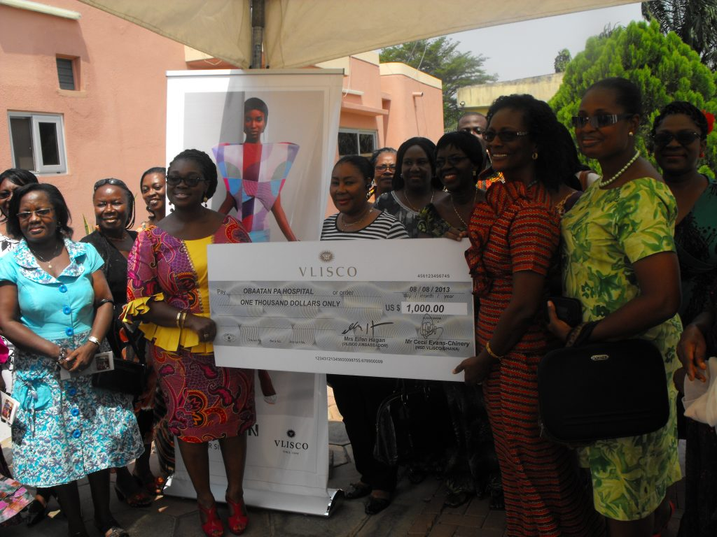 ellen-vlisco-ambassador-making-a-donation-to-the-obatanpa-hospital-as-part-of-vliscos-corporate-soci
